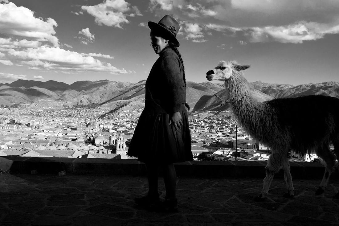Peru, Cusco, lama, Andean woman, Stefano Torrione